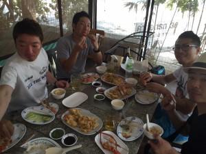 タイで海老釣りの後の食事