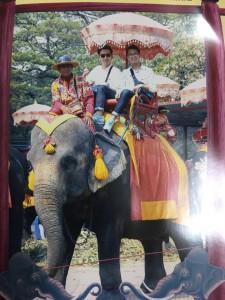 タイで象に乗った