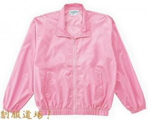 ピンクのナイロンジャンパー