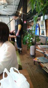 ガーデンカフェのユニフォーム着用写真