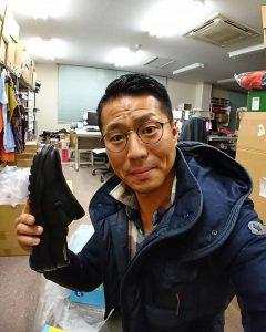 配達した厨房靴