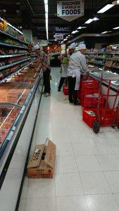 パタヤにあるスーパーの店員