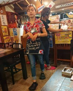 居酒屋しゃかりき432のアロハシャツユニフォーム