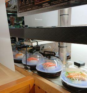 くら寿司の寿司運びレーン